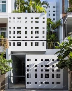 Căn nhà ở Nha Trang với kiến trúc kì lạ, sở hữu đến 400 lỗ thông gió, đón ánh sáng