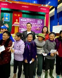 Chủ tịch Think Big Group Nguyễn Mạnh Hà: Trao tặng hơn 300 triệu đồng ủng hộ đồng bào miền Trung