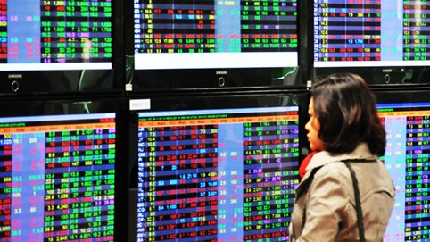 Chứng khoán 24/2: Chốt lời trên diện rộng, VN-Index giảm gần 16 điểm