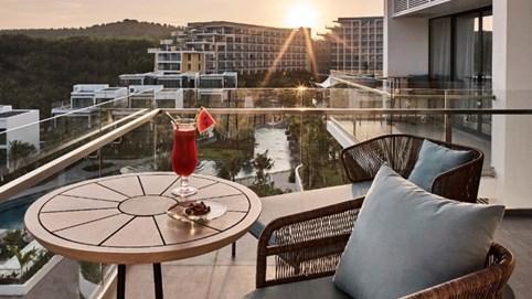 """Tháng tôn vinh phụ nữ, Premier Residences Phu Quoc Emerald Bay tung ưu đãi hấp dẫn """"Kỳ nghỉ ngọt ngào"""""""