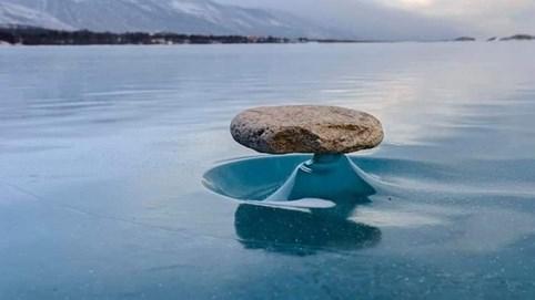 Nơi tạo ảo ảnh đá tảng bay trên mặt nước