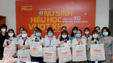 Tập đoàn Novaland nâng bước hàng trăm nữ sinh hiếu học, vượt khó