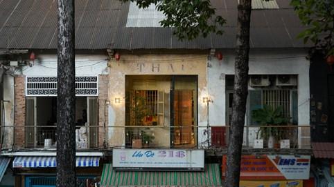 Bảng màu cuộc sống đường phố cổ điển trong ngôi nhà ở 'phố Wall Sài Gòn'