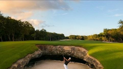 """""""Hố đen tử thần"""" thách thức những tay golf kỳ cựu nhất"""