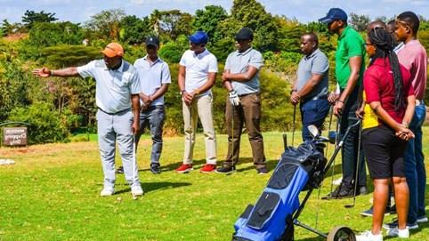 Vì sao doanh nhân thành đạt khắp thế giới đều thích chơi golf?