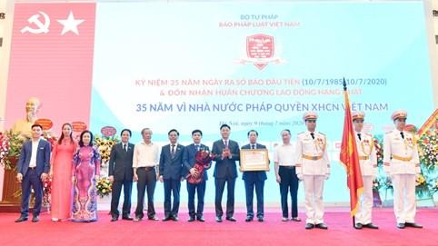 Kỷ niệm 35 năm báo Pháp luật Việt Nam ra số báo đầu tiên