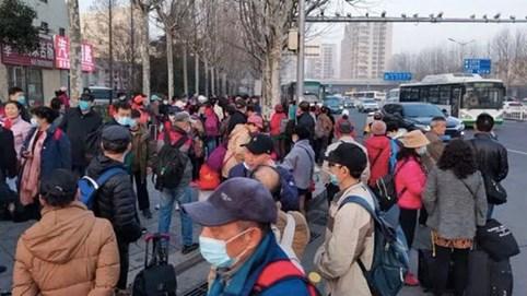 """Đằng sau những tour du lịch giá siêu rẻ ở Trung Quốc: """"Trải nghiệm mệt mỏi"""" dành cho những người đủ sức """"chạy sô"""""""
