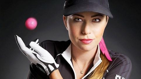 """Nữ golf thủ """"đốt mắt"""" nam giới - Kỳ 21: """"Báo hồng"""" Paula Creamer tài năng, quyến rũ cùng sở thích đánh bóng golf màu hồng"""