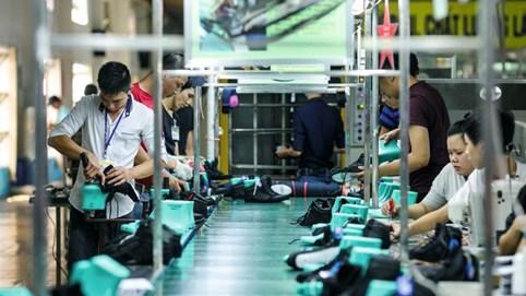 Bên trong cứ điểm sản xuất của Nike, Adidas