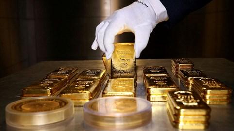 Vàng thế giới chạm 2.076 USD/ounce, giá trong nước lại tăng lên 62,2 triệu đồng/lượng