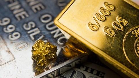 Vàng thế giới lại lập kỷ lục 2.070 USD/ounce