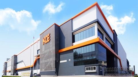 """Cổ phiếu công ty tăng 534% trong 18 tháng, """"ông trùm"""" ngành điện tử Thái Lan trở thành tỷ phú thế giới"""