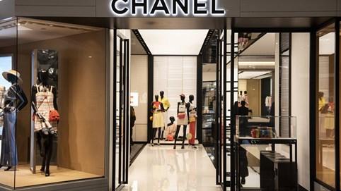 Vì sao đã lỗ cả triệu USD nhưng thương hiệu Chanel chưa triển khai bán online?