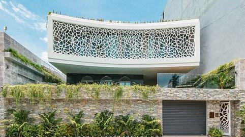 """Biệt thự ở Đà Nẵng với kiến trúc """"độc - lạ"""", lấy cảm hứng từ rạn san hô, tạo mặt tiền bắt mắt"""