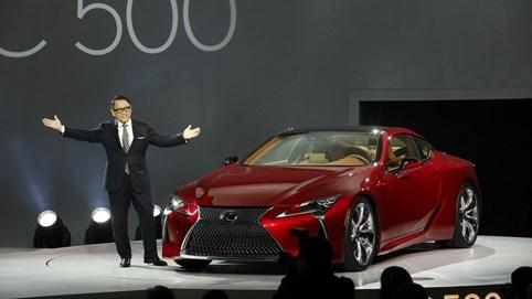 """Các nhà đầu tư chỉ trích phát ngôn """"đi ngược xu hướng"""" của chủ tịch Toyota, doạ rút vốn nếu tập đoàn không sản xuất xe thân thiện môi trường"""