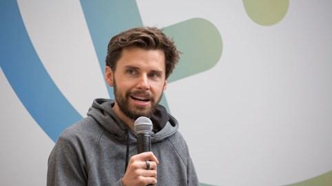 Justin McLeod: Hành trình từ chàng sinh viên nghiện rượu đến nhà sáng lập ứng dụng hẹn hò trị giá hàng chục triệu USD