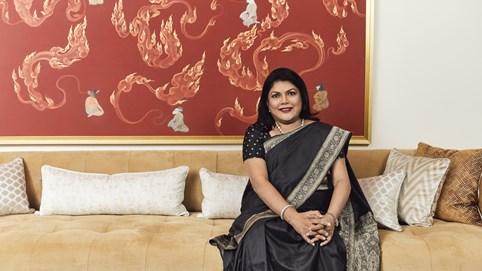 Hồ sơ tỷ phú: Bỏ ngân hàng đi bán mỹ phẩm, người phụ nữ này trở thành nữ tỷ phú tự thân giàu thứ 2 Ấn Độ