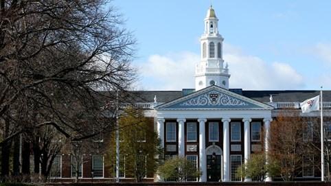 Harvard và MIT kiện chính quyền Trump về quy định visa mới dành cho du học sinh