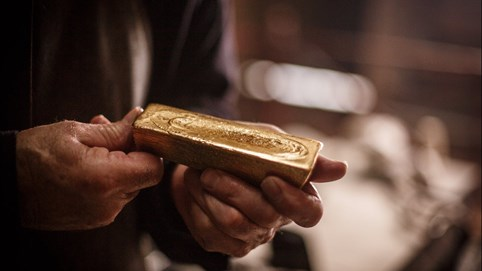Vì sao vàng giảm giá mạnh đêm qua?