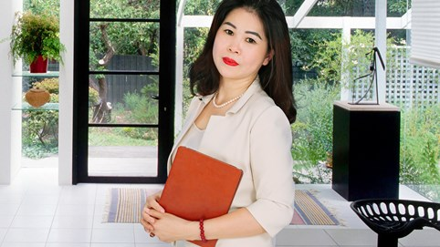 """Chu Thị Hương Loan - Giám đốc Văn phòng AIA GA Hà Nội 12: """"Khẩn tốc tiêm phòng vắc xin cho sức khỏe tài chính thời Covid-19!"""""""