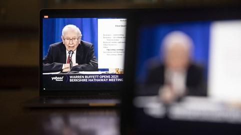 """""""Cuộc chiến ngầm"""" giữa Warren Buffett và BlackRock, quỹ quản lý tài sản quyền lực nhất nước Mỹ"""