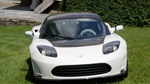 Siêu xe cuối cùng của Tesla được rao bán với mức giá kỷ lục