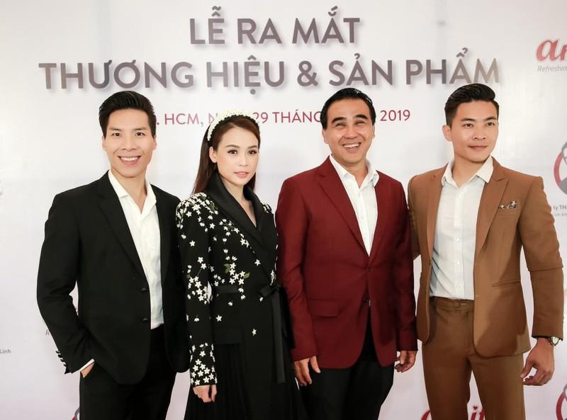 Quyền Linh trong buổi ra mắt thương hiệu kinh doanh của mình.