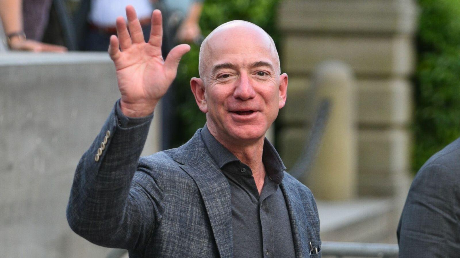 Viết mọi thứ ra giấy là một trong những bí quyết thành công của Jeff Bezos.