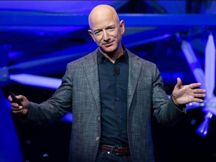 Theo vị tỷ phú Jeff Bezos, thất bại và đổi mới luôn đi song hành