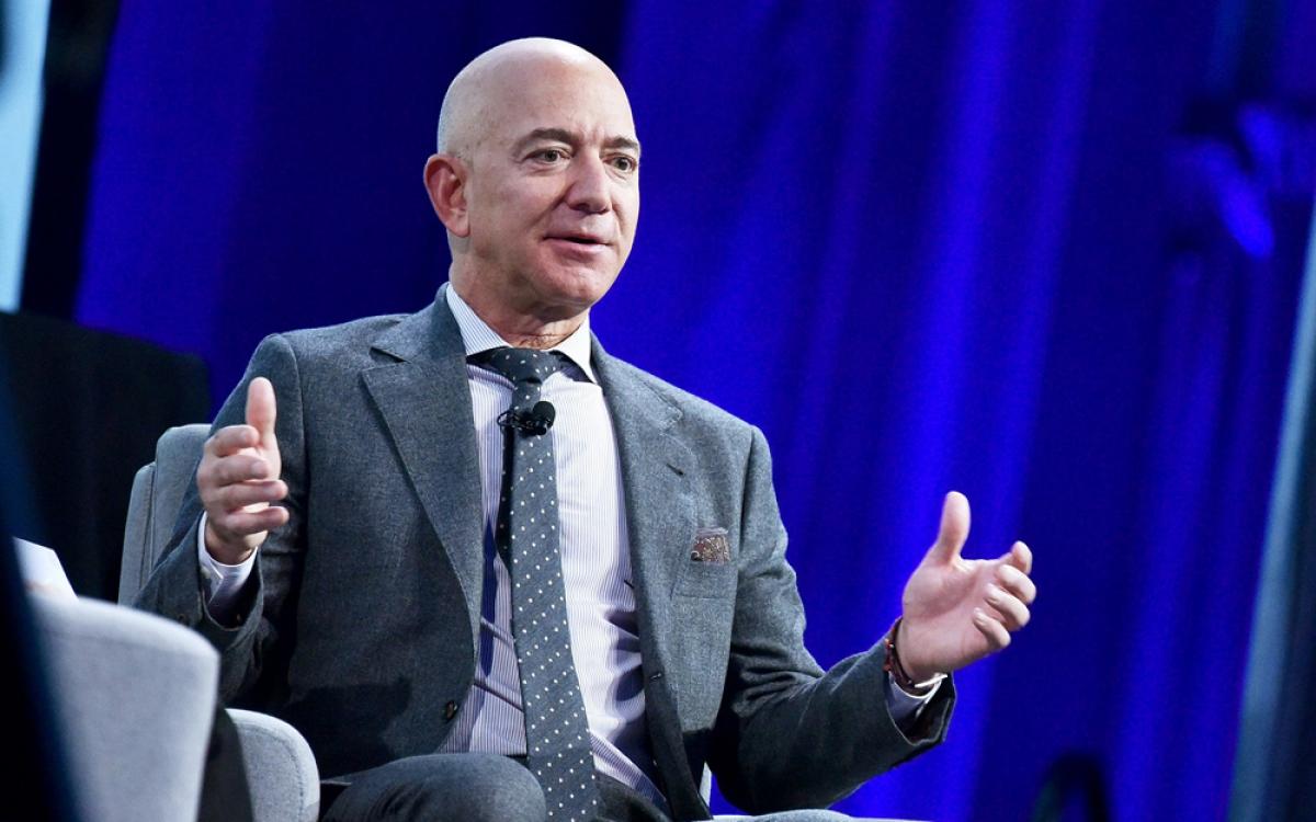 Sự lớn mạnh của Amazon đã giúp Jeff Bezos tích lũy được khối tài sản khổng lồ, gần 200 tỷ USD.