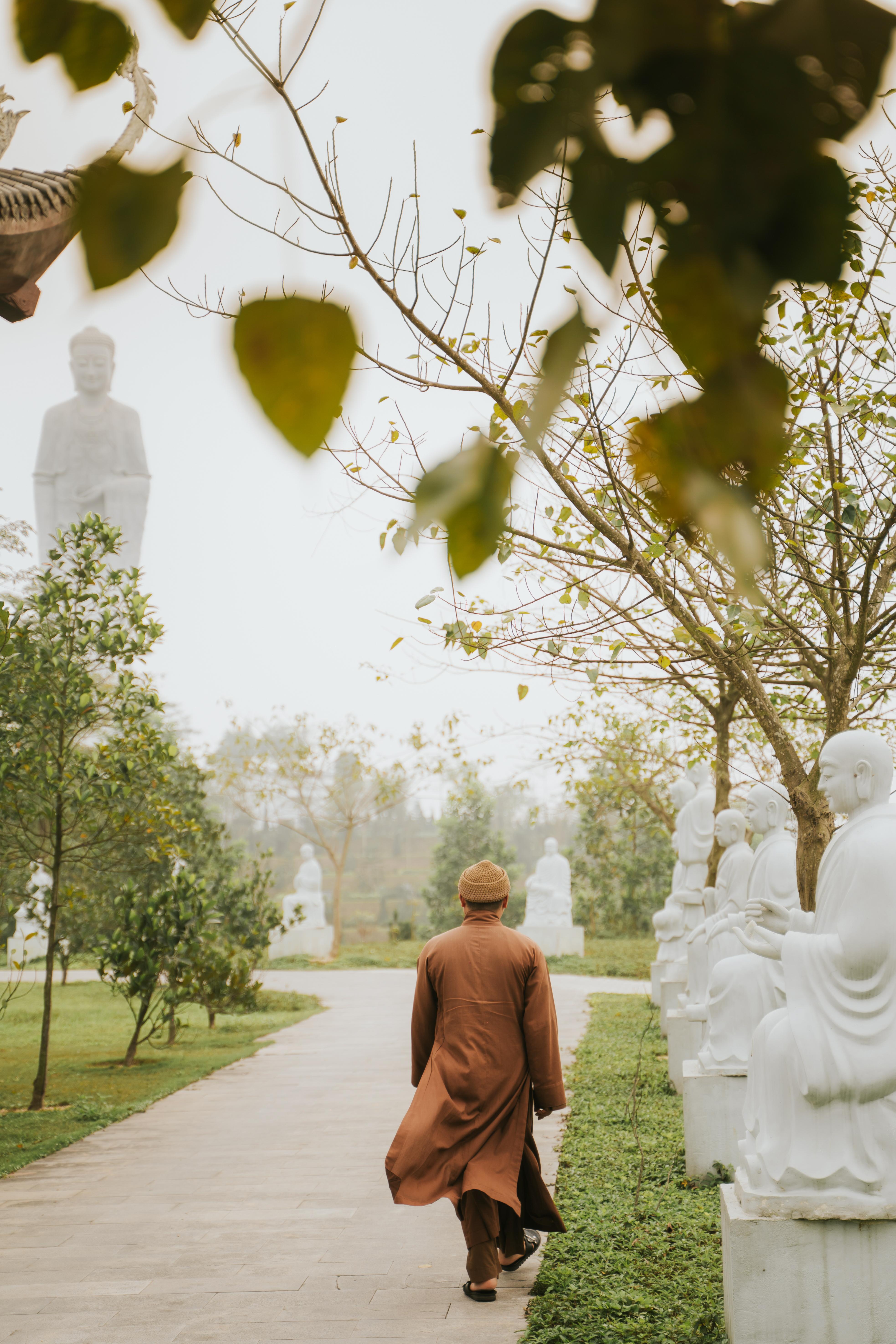 Con đường tâm linh với 500 vị La Hán mang lại cảm giác trang nghiêm và thiền tịnh