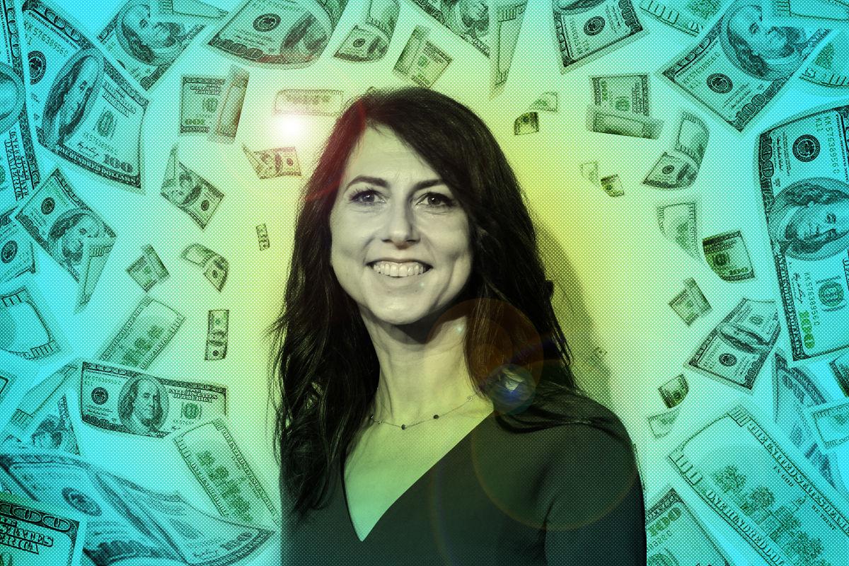 Tài sản do bà Scott sở hữu tăng mạnh kể khi ly hôn từ gần 35 tỷ USD vào năm 2019 lên 55,4 tỷ USD tính đến tháng 8/2021, bất chấp việc bà đã cho đi gần 8,6 tỷ USD. Ảnh: Houstonia Magazine.