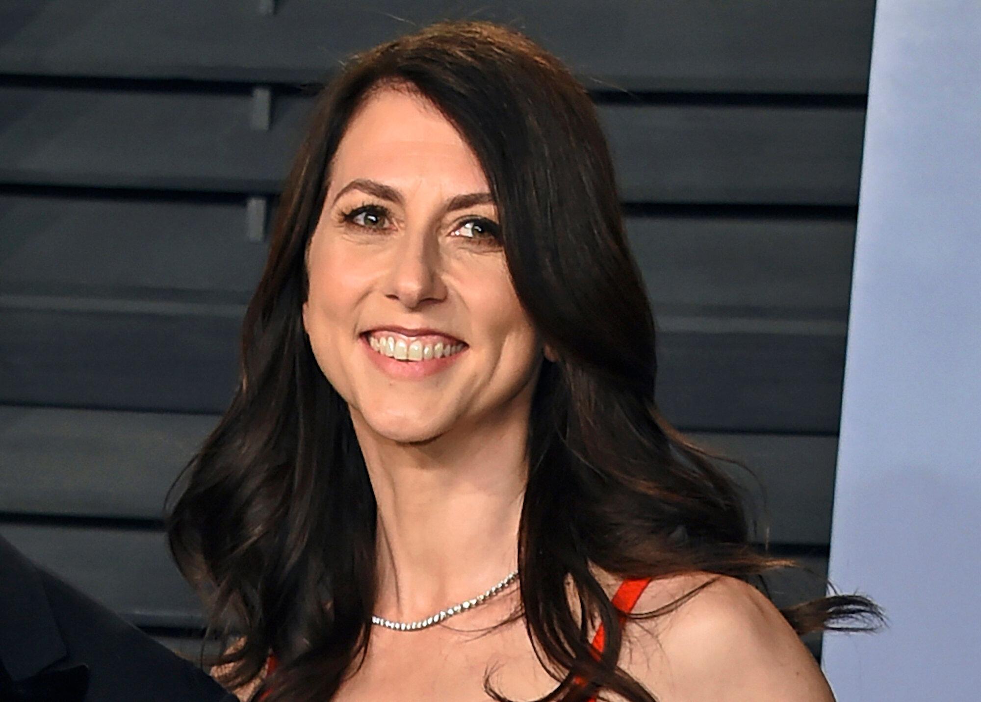 Nữ doanh nhân, tiểu thuyết giaMacKenzie Scott được cho là đang định hình lại hệ thống từ thiện của giới siêu giàu Mỹ. Ảnh: New York Times.
