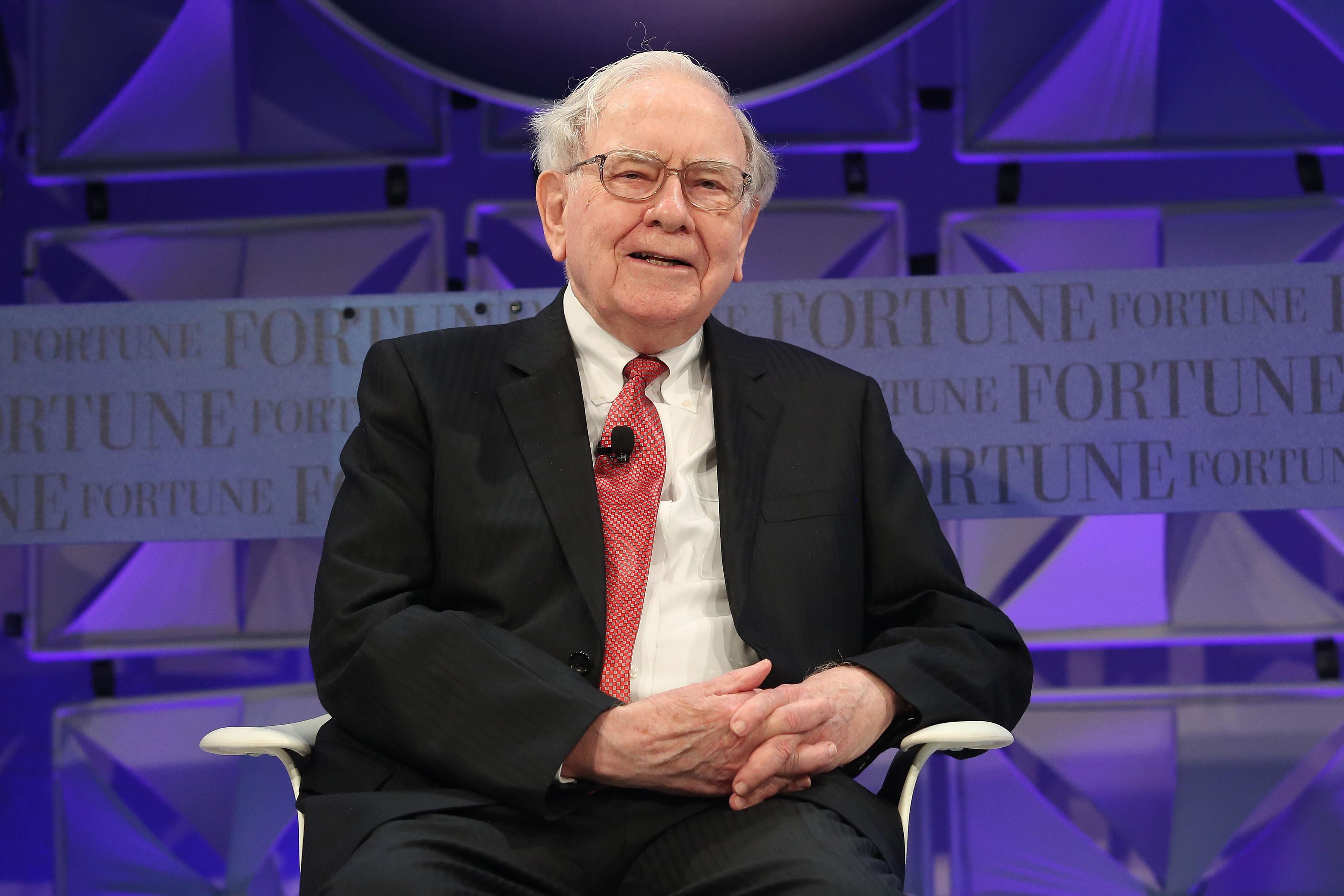 Warren Buffett vẫn đang giữ chức giám đốc điều hành tập đoànBerkshire Hathaway ở tuổi 91. Ảnh: Behavioral Value Investor