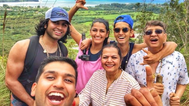Gia đình Mehta thường xuyên đi du lịch ở Hawaii.