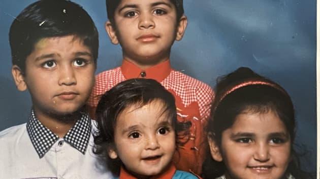 Mehta cùng ba anh chị em của mình