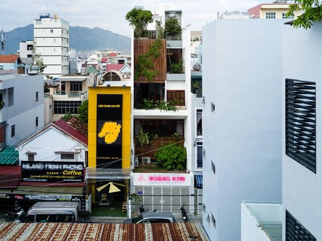 Ngôi nhà là bằng chứng rõ ràng nhất cho quan điểm nghề nghiệp của đội ngũ kiến trúc sư Chon.a - mang con người đến bình yên bằng các yếu tố truyền thống.