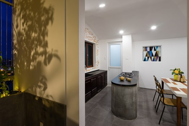 Căn hộ cũng được thêm nhà vệ sinh riêng cho phòng ngủ chính; đổi hướng cửa phòng ngủ khác.