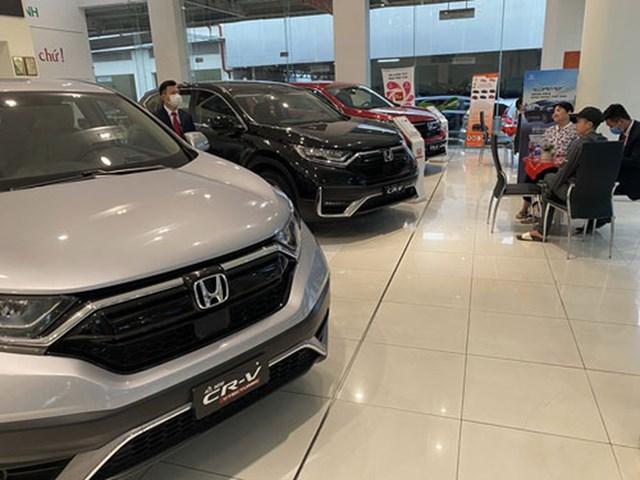Thị trường ôtô vắng vẻ trong những ngày trước Tết nguyên đán