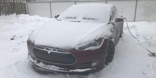 Nỗi khổ của xe điện trong mùa đông: Thời lượng pin là ẩn số, không dám bật máy sưởi hay điều hòa - Ảnh 1