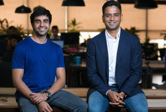 Nikhil Kamath (bên trái) và anh trai.