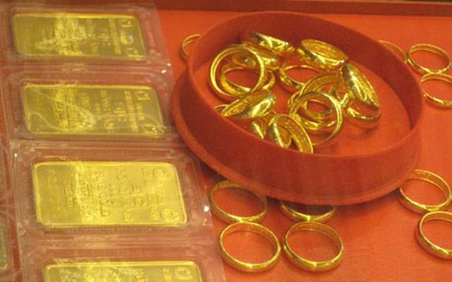 Giá vàng trong nước tiếp tục tăng, ngày càng đắt hơn vàng thế giới - Ảnh 1