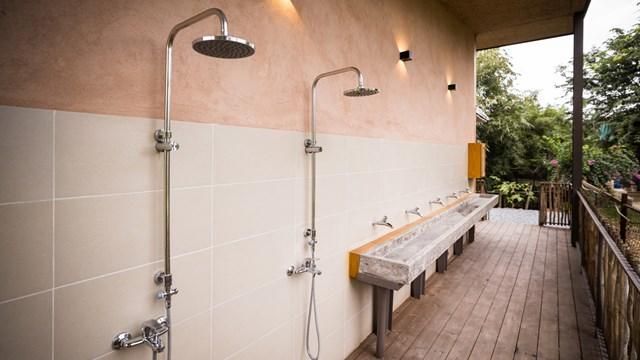 Mái nhà bằng trấu trộn, tường gạch phủ vôi tự nhiên trong dự án 'lớp học xanh' - Ảnh 9