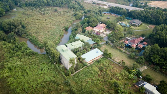 Mái nhà bằng trấu trộn, tường gạch phủ vôi tự nhiên trong dự án 'lớp học xanh' - Ảnh 11