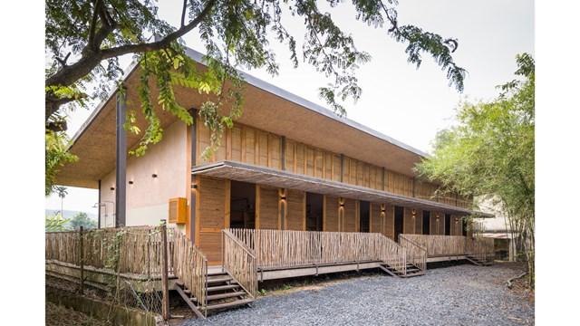 Mái nhà bằng trấu trộn, tường gạch phủ vôi tự nhiên trong dự án 'lớp học xanh' - Ảnh 6