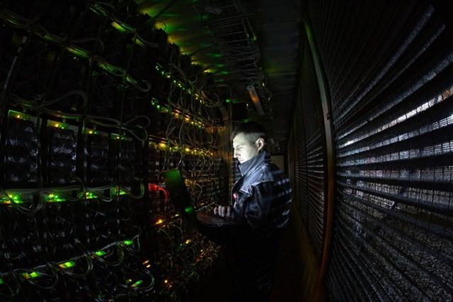 Máy đào Bitcoin thực chất là những máy tính để giải mã, ghi nhận các giao dịch Bitcoin vào chuỗi khối