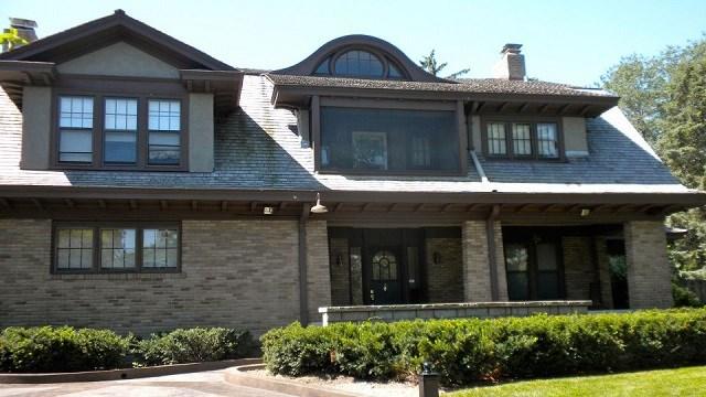 Warren Buffett vẫn sống trong căn nhà mua từ hàng chục năm trước.