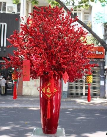 Bình hoa đông đào có giá 30 triệu đồng được một hiệp hội doanh nghiệp mua tặng đối tác.