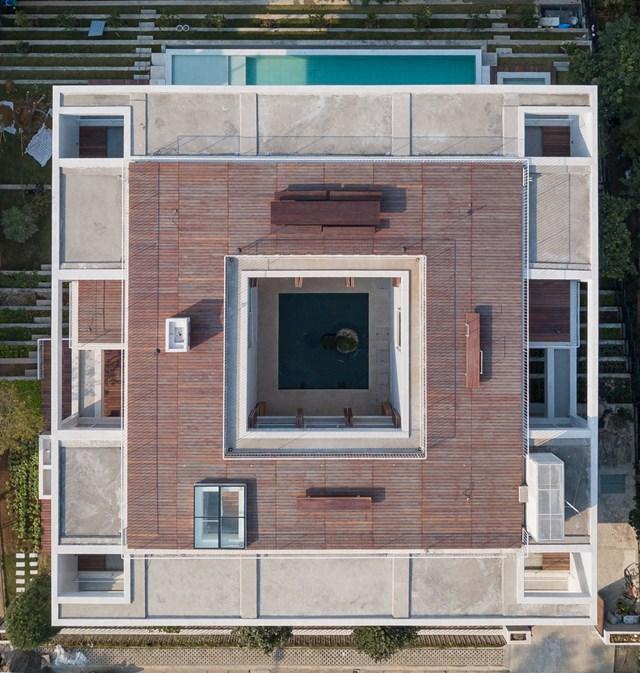 Biệt thự nghỉ dưỡng là 3 khối hộp vuông chồng lên nhau với tầm nhìn sân golf ở Tam Đảo, Vĩnh Phúc - Ảnh 1
