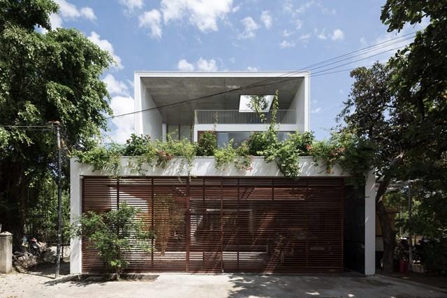 Tọa lạc tại TP Huế, Q-House là nơi sinh sống của thế hệ trong một gia đình Việt Nam điển hình với diện tích 277 m2.
